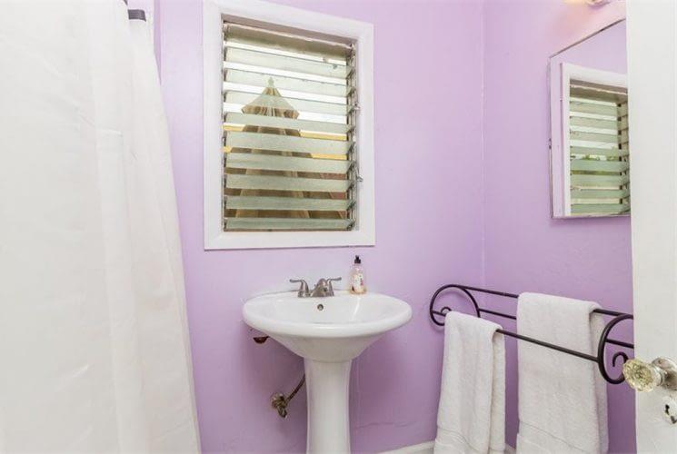 13 - Bathroom - Before 1-min